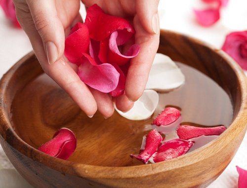 7 formas de utilizar el Agua de Rosas para estar mas bella.